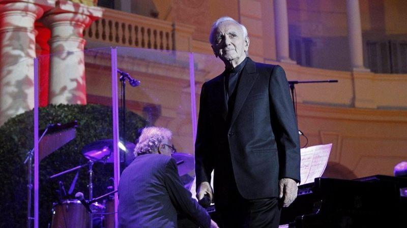 Fiori Bianchi Per Te Aznavour.Addio A Charles Aznavour International Web Post International
