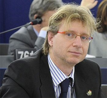 c99a17a662 Una componente del partito di Forza Italia, costituita dall'eurodeputato  Fabrizio Bertot presidente della Fondazione KI AN (coadiuvato dal  giornalista, ...