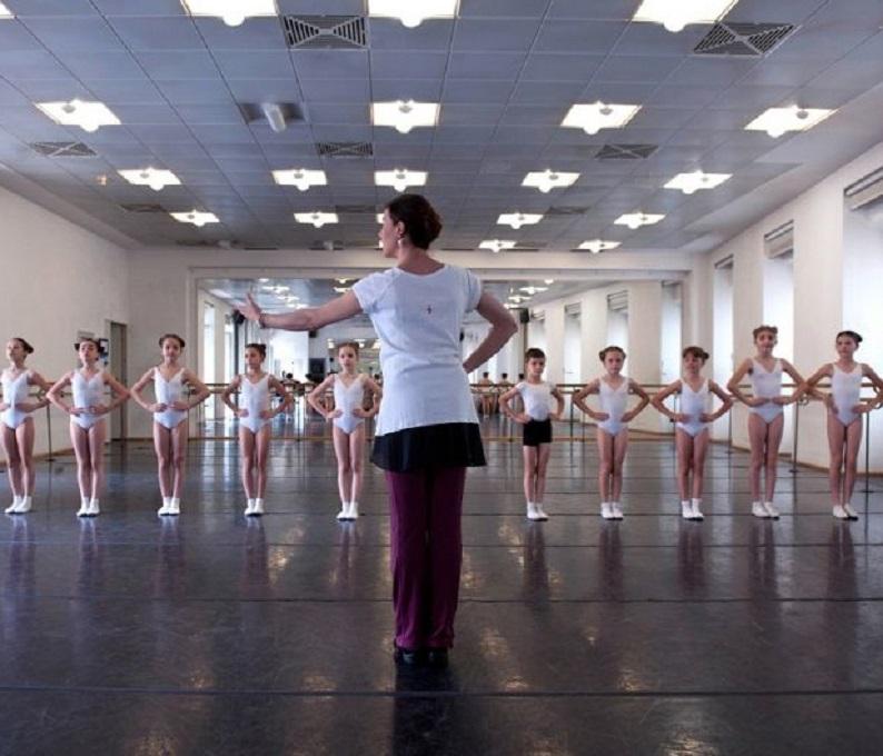 Una_nuova_educazione_motoria_nella_scuola_primaria_:_la_danza_educativa