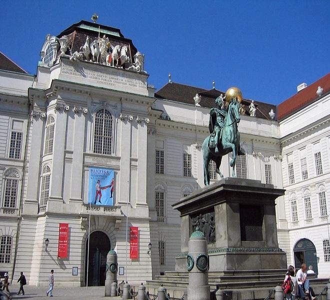 La_magnificenza_della_Biblioteca_Nazionale_Austriaca