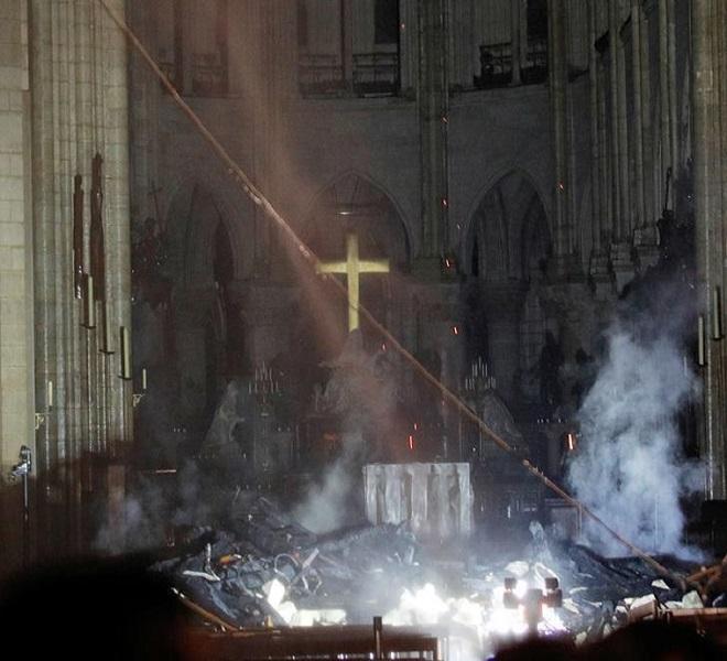 Macron:_-quot;Ricostruiremo_la_cattedrale-quot;