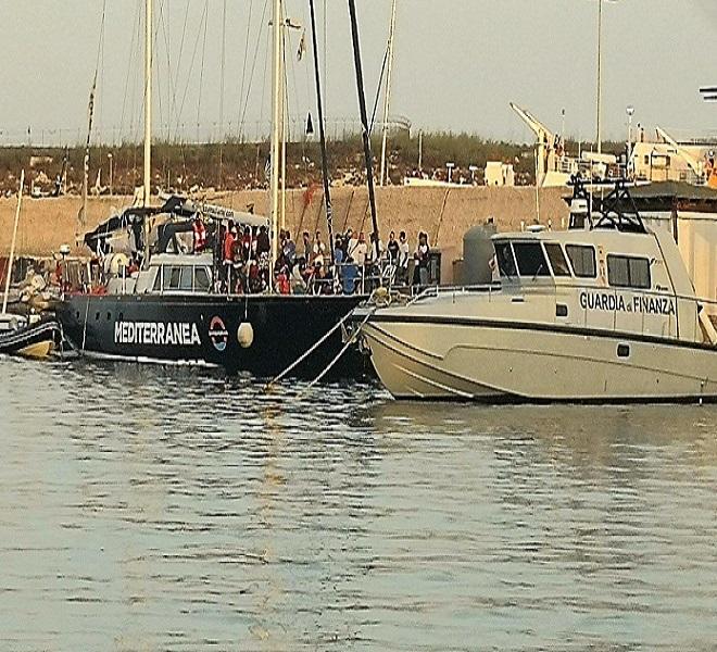 Nave_Alex_a_Lampedusa___Matteo_Salvini:_-quot;Non_autorizzo_nessuno_sbarco