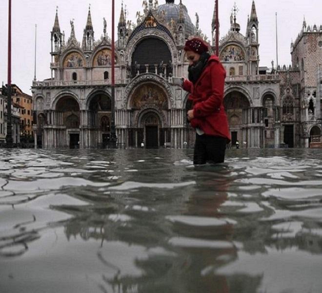 Venezia_in_ginocchio