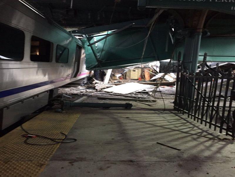 New_Jersey,_treno_si_schianta_in_stazione