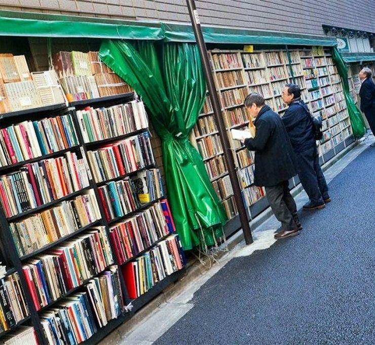 A_spasso_per_Jinbocho,_il_quartiere_delle_librerie_di_Tokyo