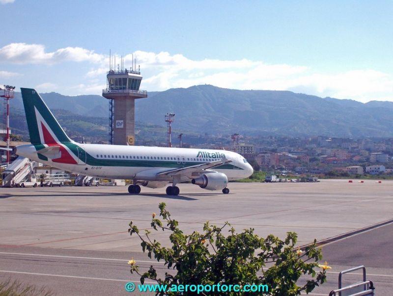 Dal_27_marzo_Alitalia_cancella_tutti_i_voli_da_e_per_Reggio_Calabria