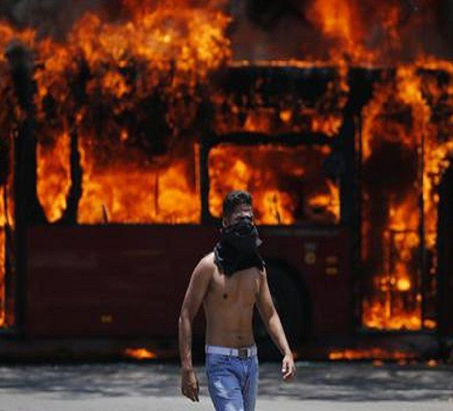 Blindati_e_spari,_caos_Venezuela