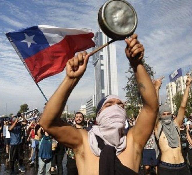 CILE,_CONTINUANO_LE_PROTESTE