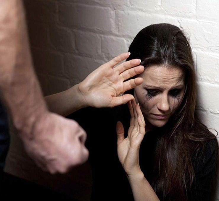Una_donna_chiede_aiuto_ai_carabinieri_dopo_tre_giorni_di_violenze_subite