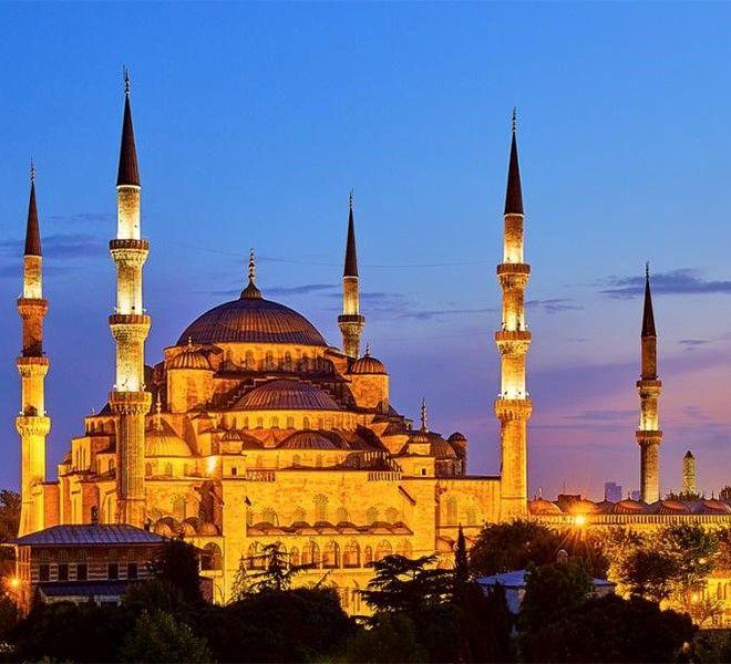 ERDOĞAN_CHIAMA,_ISTANBUL_RISPONDE_BOCCIANDO_L'AKP