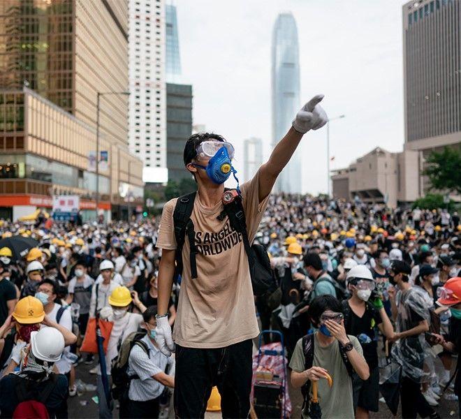 Famiglie_protestano_a_Hong_Kong