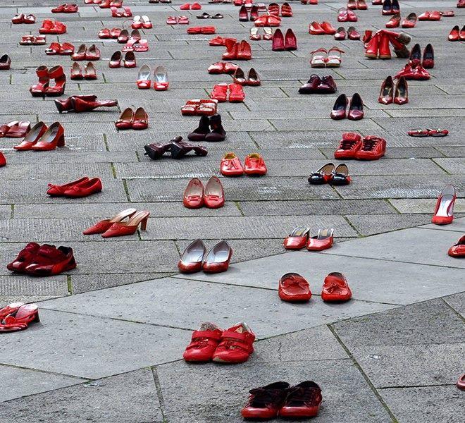 Femminicidi:_la_società_resta_a_guardare