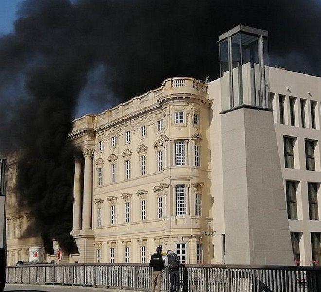 Germania:_incendio_presso_l'Ex_Parlamento_della_DDR_