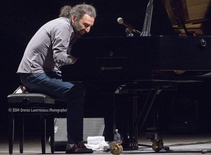 """Il_pianista_di_fama_internazionale_in_scena_al_Teatro_Petruzzelli_con_""""Piano_Solo"""""""