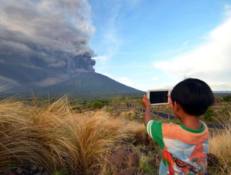 Indonesia,_si_teme_l'eruzione_del_vulcano_Agung