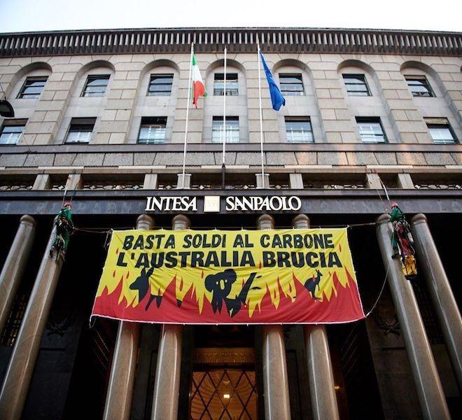 Intesa_San_Paolo_a_sostegno_dell'industria_fossile