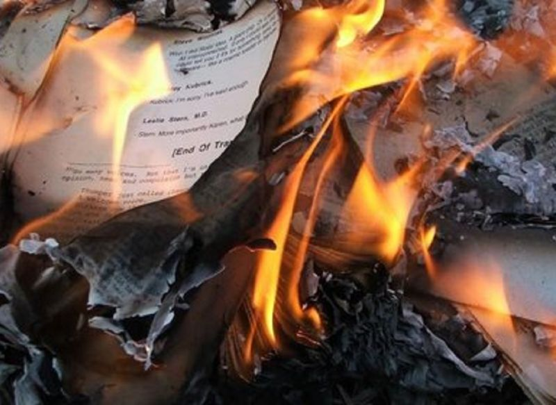Isis_burns_thousands_of_books_and_rare_manuscripts_from_Mosul's_libraries