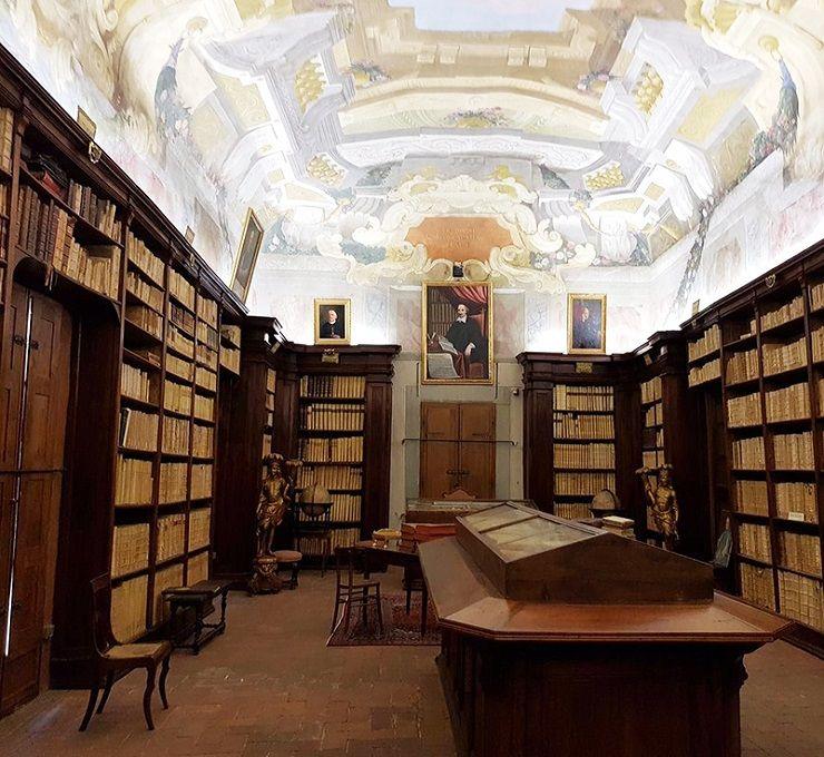 La_biblioteca_più_antica_del_mondo_raccontata_a_fumetti