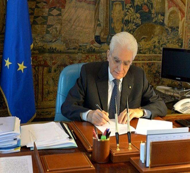 Mattarella_firma_per_Commissione_inchiesta_su_banche