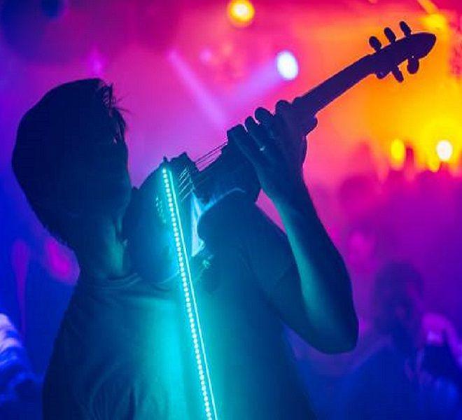 Il_violinista_dall'archetto_luminoso_Andrea_Casta_e_la_musica_ai_tempi_del_coronavirus