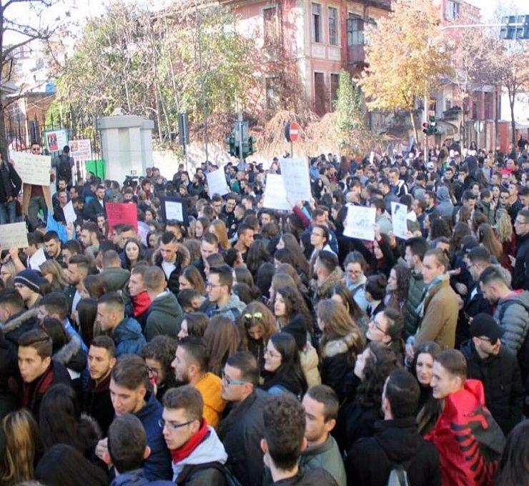 Non_si_fermano_le_proteste_degli_studenti_Albanesi_nelle_strade_di_Tirana