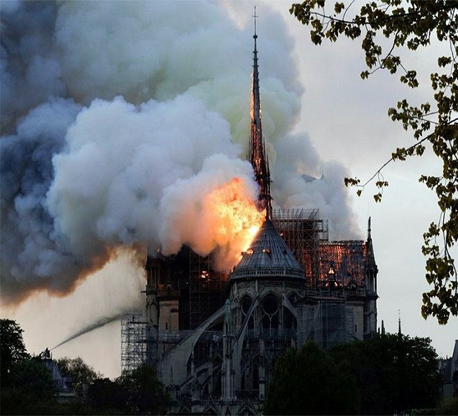 Notre-Dame_in_fiamme