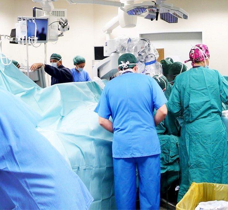 Operava_in_cinque_cliniche_ma_aveva_solo_la_terza_media