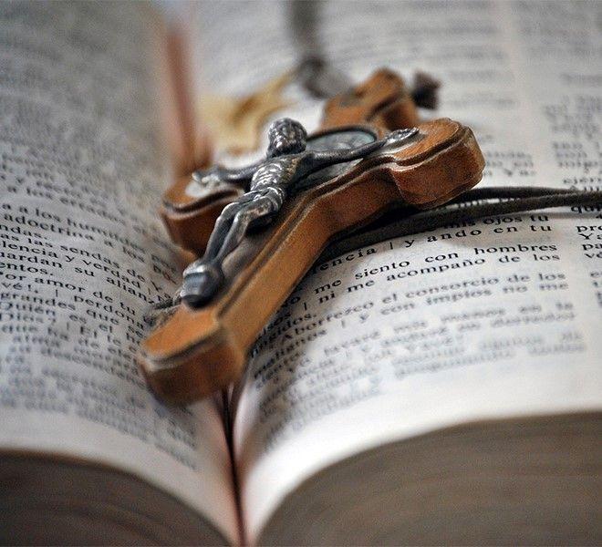 PERCHE'_SOSTITUIRE_L'ORA_DI_RELIGIONE_CON_UN'ORA_OBBLIGATORIA_DI_EDUCAZIONE_CIVICA