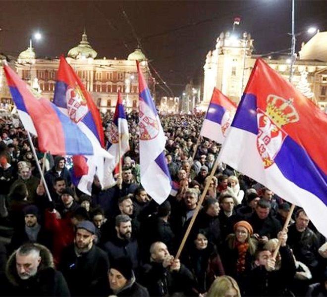Serbia:_migliaia_di_persone_in_piazza_contro_il_Presidente_Vucic