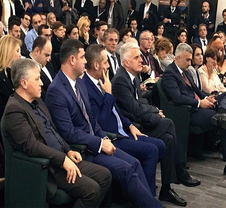Auguri Di Natale In Albanese.Si Inaugura A Milano La Camera Di Commercio E Delle Industrie