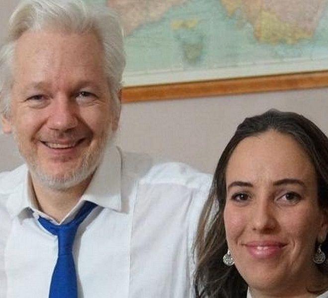 Stella_Morris,_compagna_di_Julian_Assange_accende_i_riflettori_sulla_loro_storia_d'amore_segreta_vissuta_all'interno_dell'ambasciata_ecuadoriana_