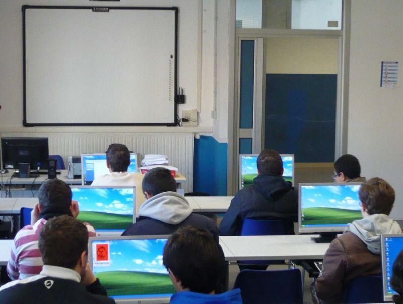 Studenti_italiani_ansiosi_e_dipendenti_dalla_rete