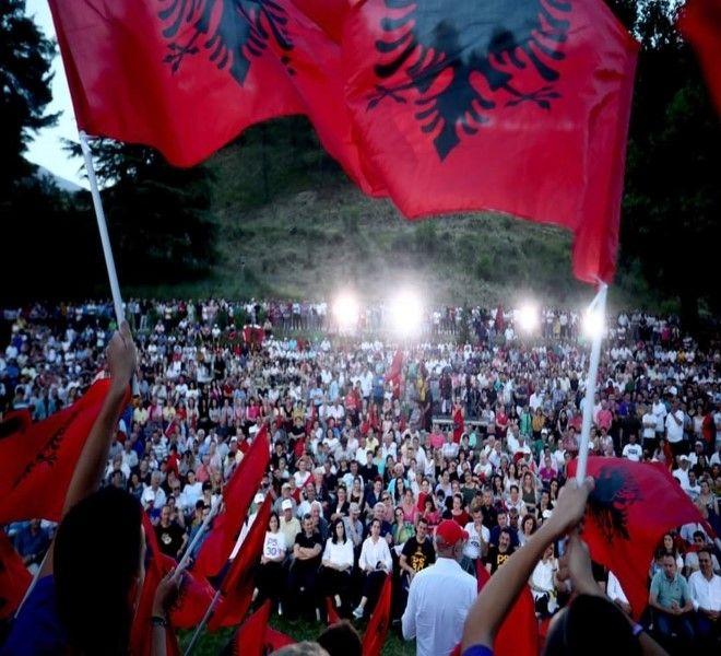 UN'ALBANIA_CHE_SOGNA_LA_RINASCITA