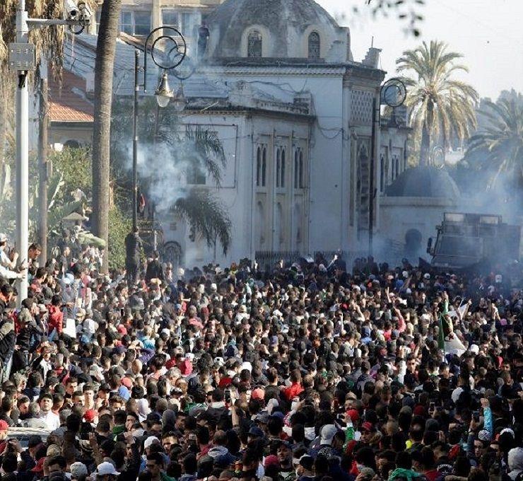 L'algeria_alle_prese_con_la_sua_conquista_della_democrazia