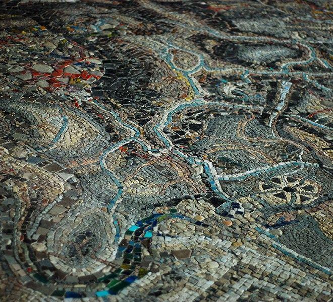 Mosaikaos:_in_Puglia,_un_mosaico_di_6000_tessere_realizzato_da_300_artisti