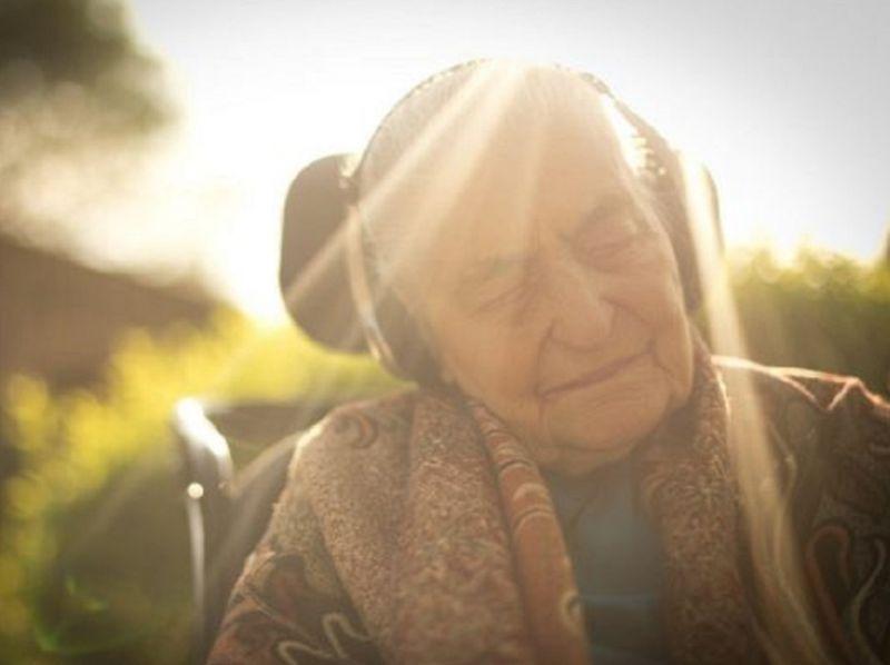 Sordità_e_Alzheimer:_una_pericolosa_correlazione