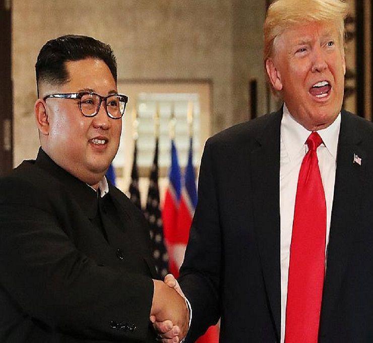 Strette_di_mano_e_sorrisi_per_il_summit_Trump-Kim
