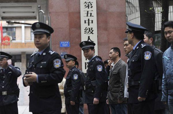 cms_2164/poliziotti-cinesi.jpg