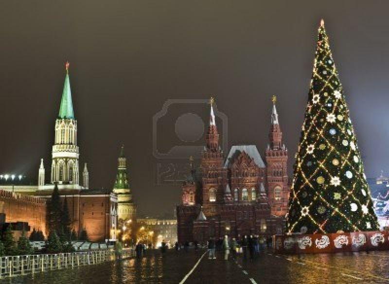cms_251/sette_11542314-mosca-russia--14-dicembre-2011-albero-di-natale-sulla-piazza-rossa-museo-storico-e-il-cremlino.jpg