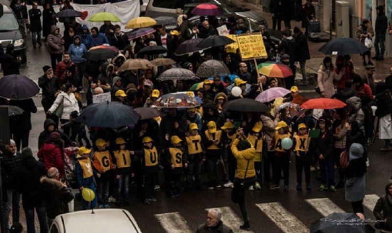 In Marcia Per Taranto Mamme E Bambini Contro L Inquinamento International Web Post International Web Post