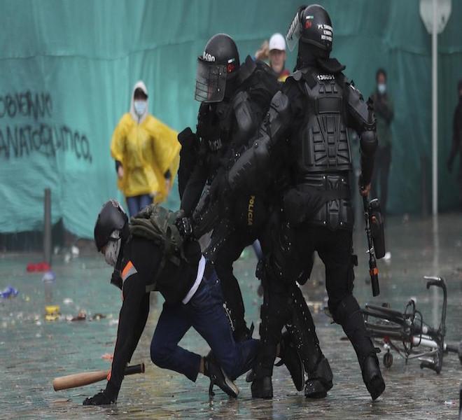 COLOMBIA_PARALIZZATA_DALLE_PROTESTE