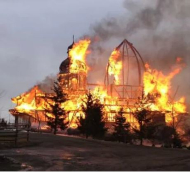 ANCORA_DUE_CHIESE_DATE_ALLE_FIAMME_IN_CANADA