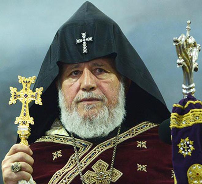 IL_CATHOLICOS_ARMENO_KAREKIN_II_FESTEGGIA_I_SUOI_70_ANNI_TRA_I_MILITARI_ARMENI_IN_CURA_A_VIENNA