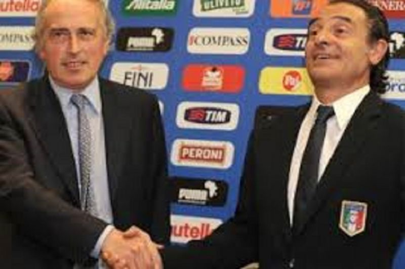 CLAMOROSO:_ITALIA_FUORI