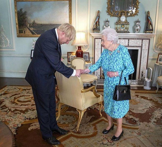 Brexit,_regina_Elisabetta_approva_stop_Parlamento