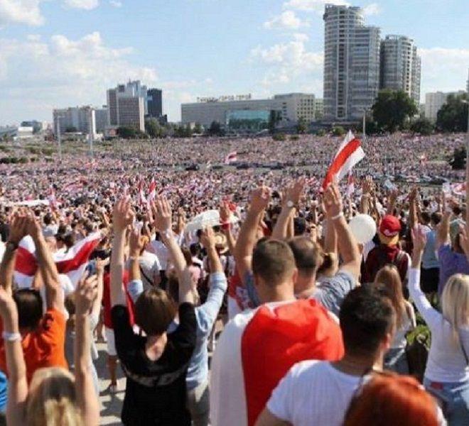 Folla_oceanica_a_Minsk_contro_il_governo