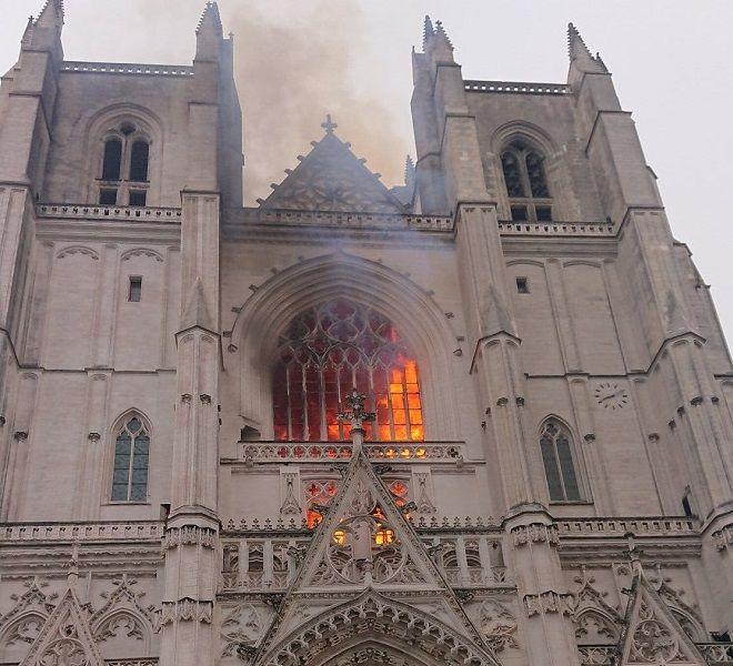 Francia,_rogo_nella_cattedrale_di_Nantes