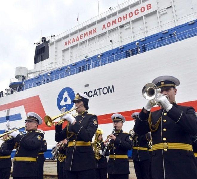 Naviga_nel_mar_Glaciale_Artico_l'Akademik_Lomonosov