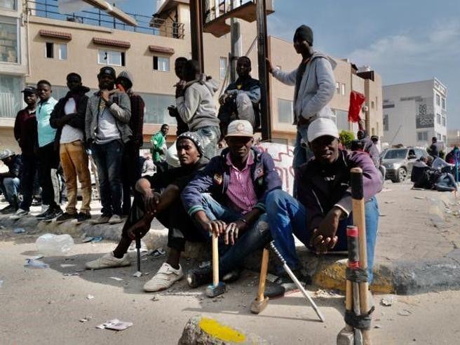 Libia,_al_mercato_di_Tripoli_si_svendono_uomini_