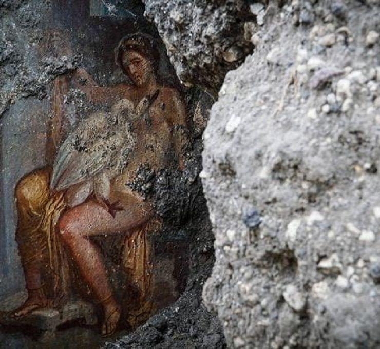 Pompei:_ritrovamento_dell'affresco_di_Leda_e_il_cigno